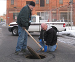 ISD Workers with Manhole Cover (150)